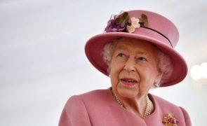 Rainha Isabel II chora a morte de amigo de longa data