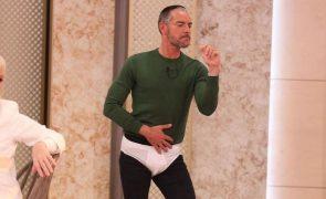Cláudio Ramos dança com cuecas em direto (vídeo)