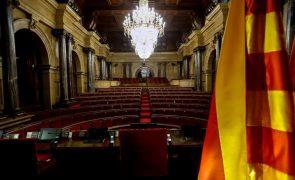 Governo e partidos da Catalunha de acordo para adiar eleições regionais para 30 de maio