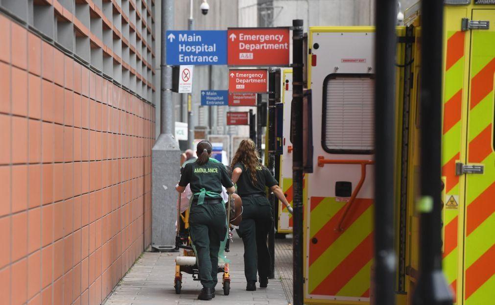 Covid-19: Reino Unido regista 1.280 mortes e aperta restrições nas fronteiras