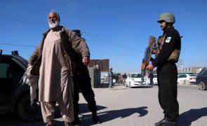 Dois talibãs infiltrados mataram 12 elementos de uma milícia no Afeganistão