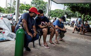 Covid-19: Brasil volta a ter mais de mil mortes num dia e aproxima-se das 210 mil