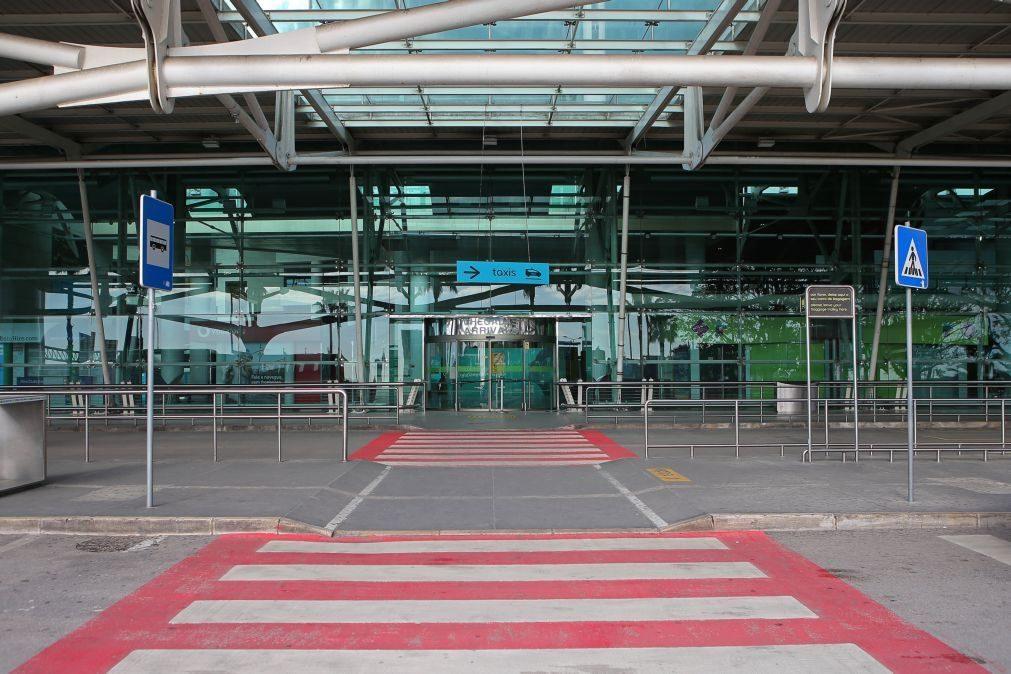 Covid-19: Passageiros provenientes de Cabo Verde retidos no aeroporto de Lisboa