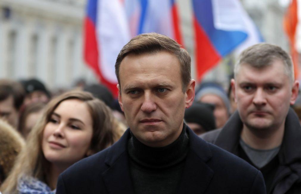 Regresso de Navalny à Rússia previsto para hoje. Opositor pode ser detido à chegada