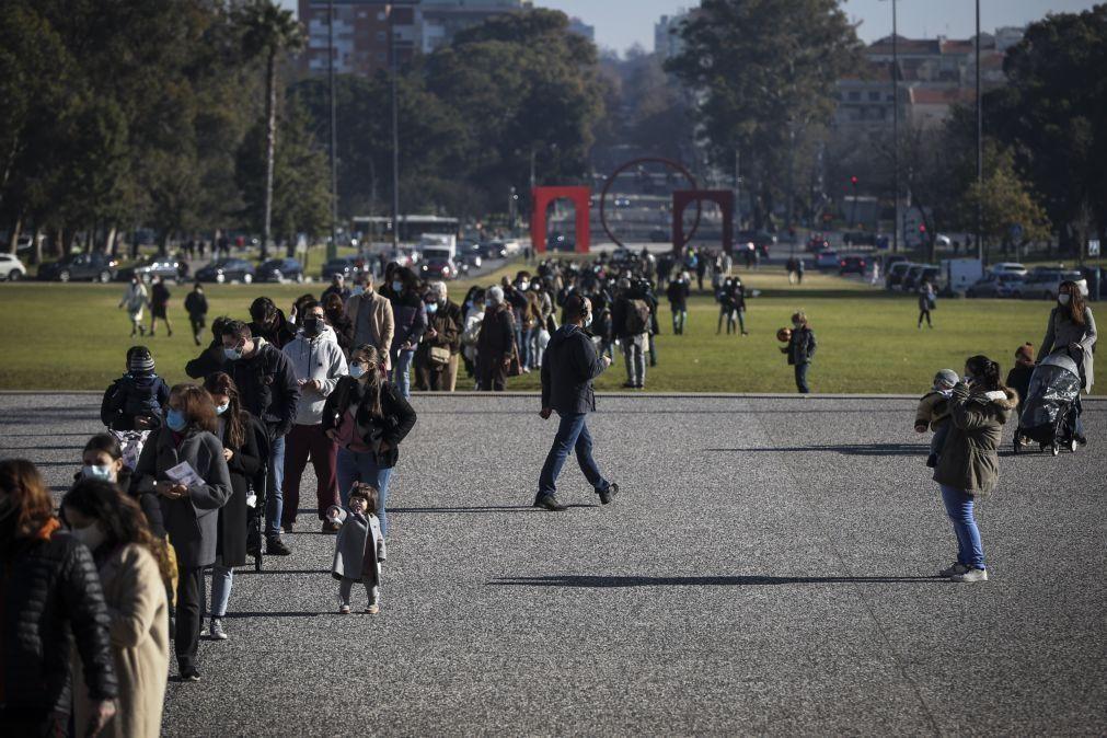 Eleitores surpreendidos com filas e confusão para votar antecipadamente