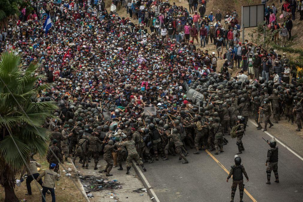 Forças Armadas da Guatemala reprimem caravana de migrantes