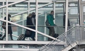 Navalny: Opositor russo detido pelos serviços prisionais à chegada a Moscovo