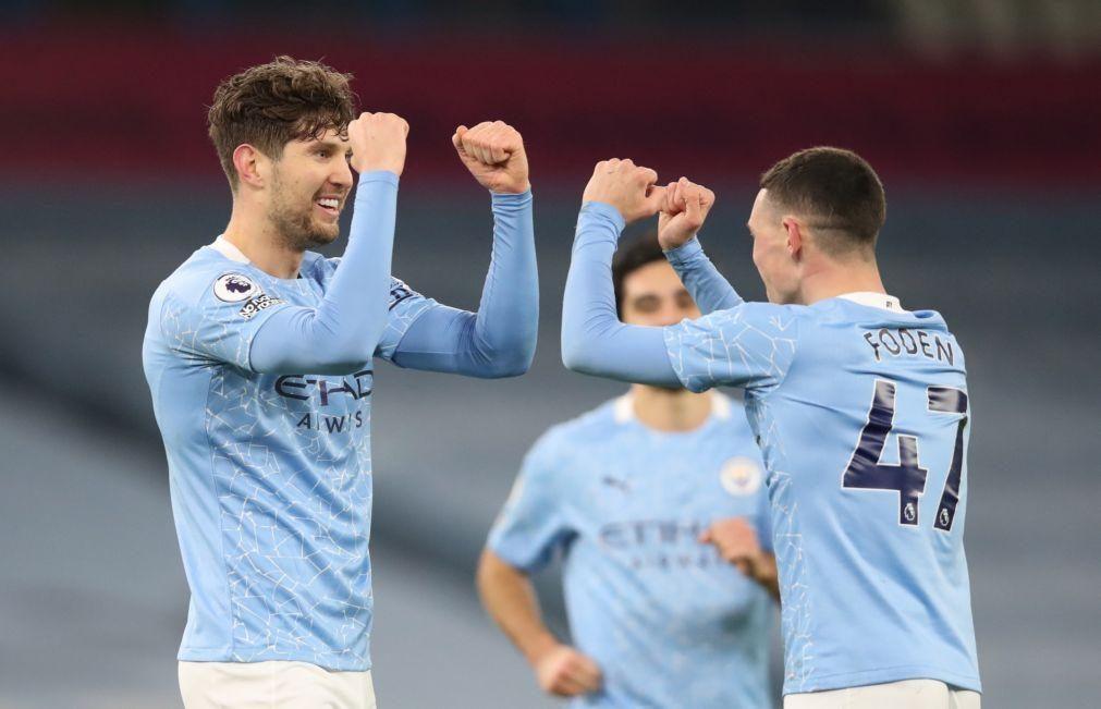 Manchester City goleia e sobe a segundo em Inglaterra