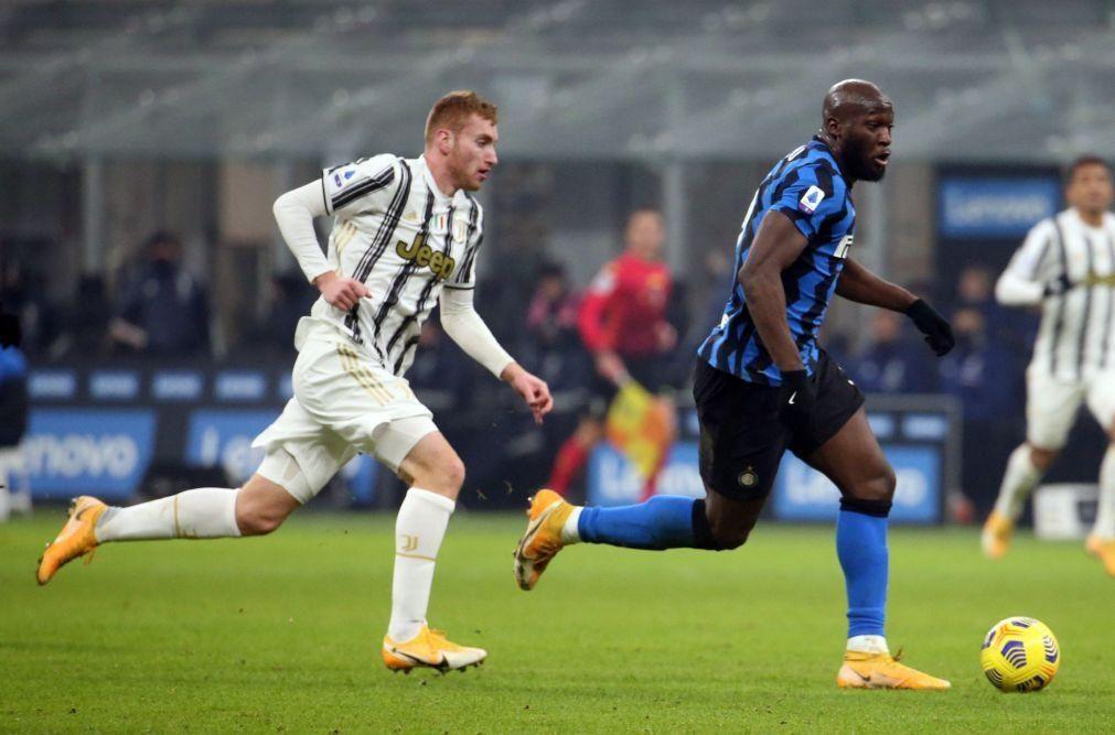 Juventus perde em Milão e tem hegemonia da Serie A em risco