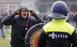 Covid-19: Cem detidos durante uma manifestação em Amesterdão