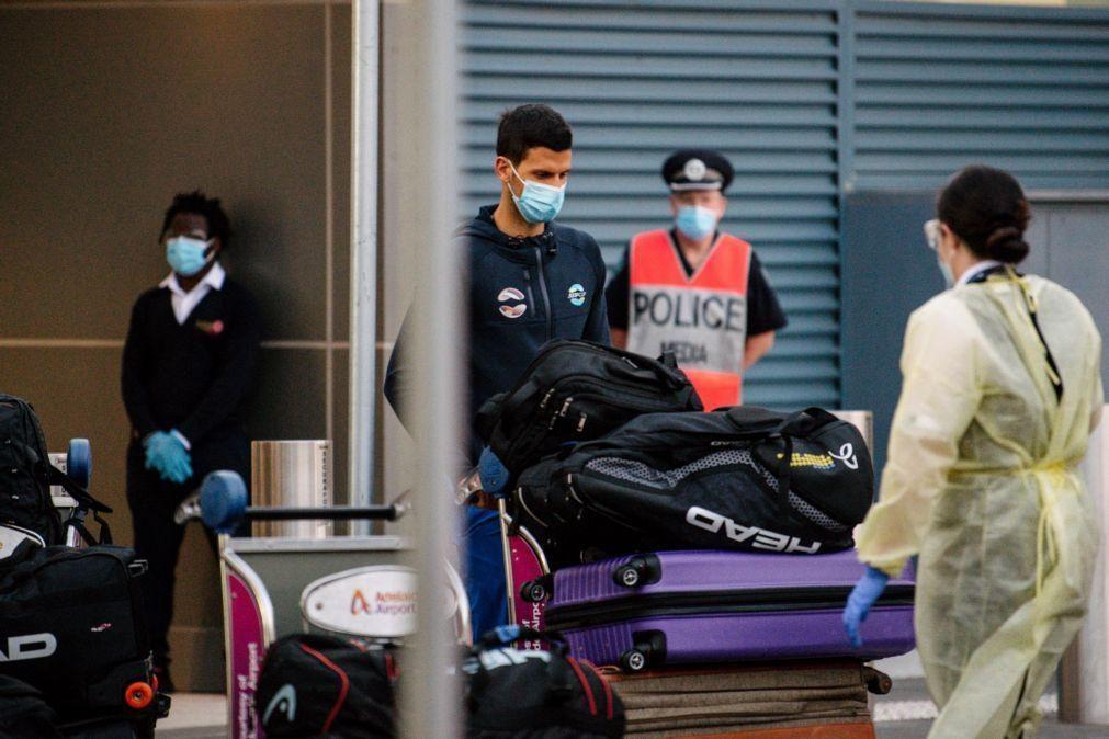 Covid-19: Austrália nega pedido de Djokovic para flexibilizar quarentena antes do Open