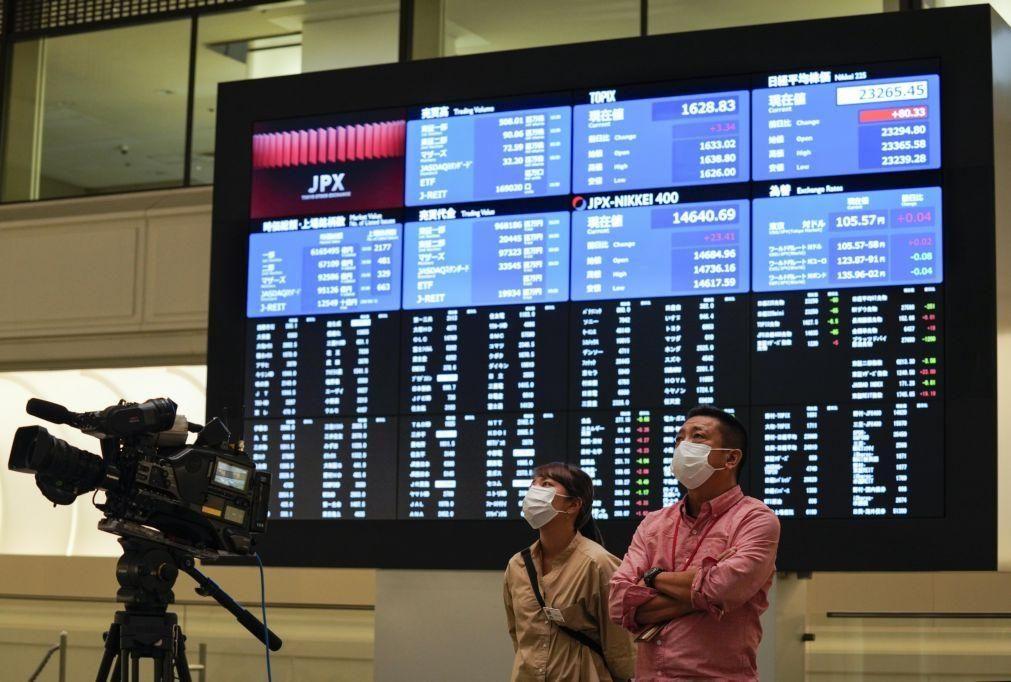 Bolsa de Tóquio fecha a perder 0,97%