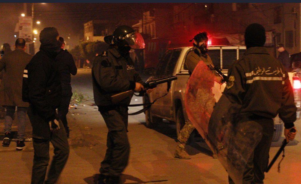 Cerca de 650 detidos em três noites de distúrbios na capital da Tunísia e arredores