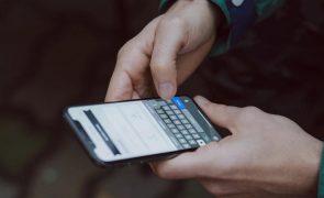 Passar longos períodos no telemóvel não é prejudicial, diz estudo