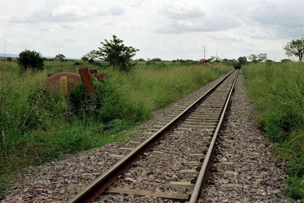 Caminho-de-Ferro de Luanda retira combustível de cisternas de comboio que descarrilou