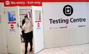 Covid-19: Reino Unido regista 599 mortes e estende vacinação a maiores de 70 anos