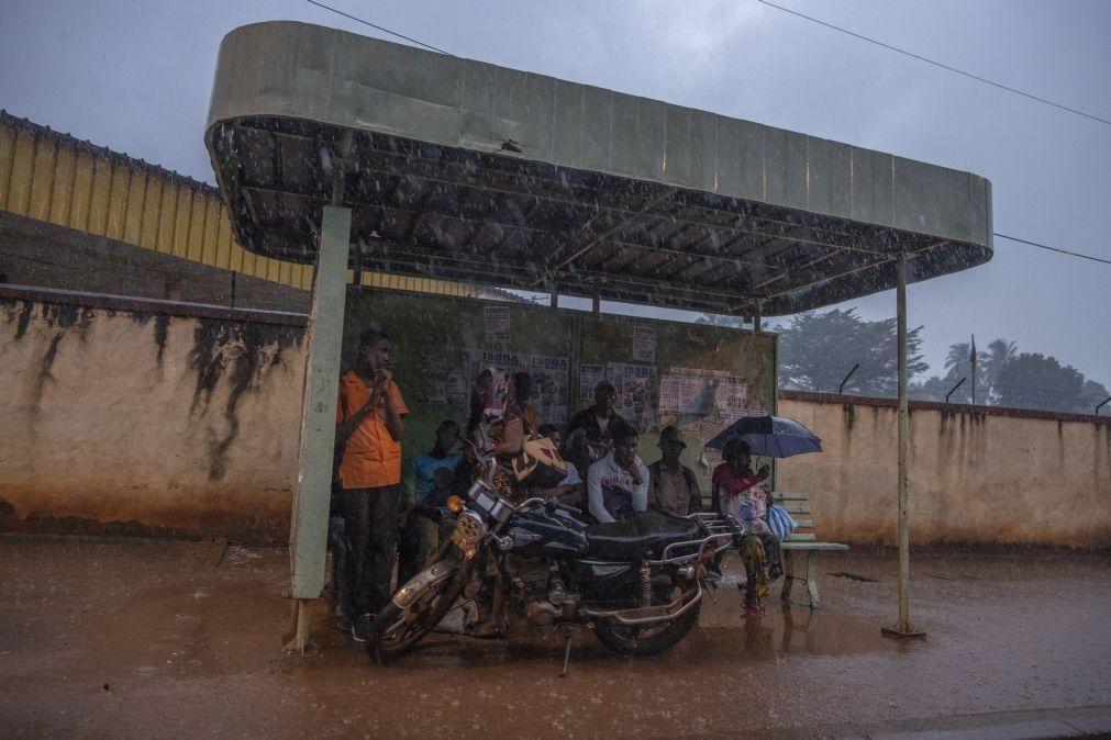 Alterações climáticas mudam zona das chuvas tropicais, alerta estudo