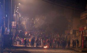 Covid-19: Confrontos na Tunísia contra o confinamento geral