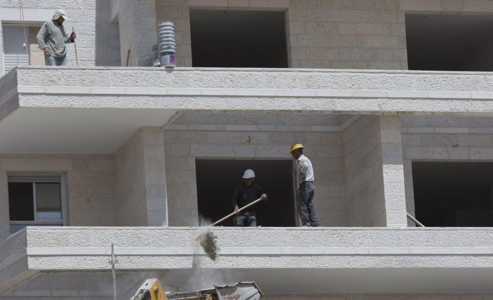 Produção na construção recua em novembro na zona euro e na UE