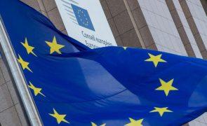 Bruxelas diz que certificados de vacinação não chegam para livre circulação
