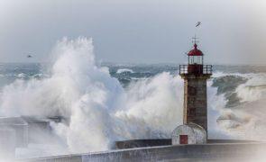 Catorze distritos sob aviso amarelo devido à chuva, vento e agitação marítima