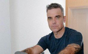 Robbie Williams Suspeitas de covid-19 durante férias em família: