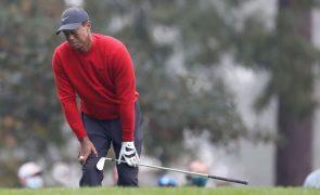 Tiger Woods operado às costas pela quinta vez promete regressar antes de abril