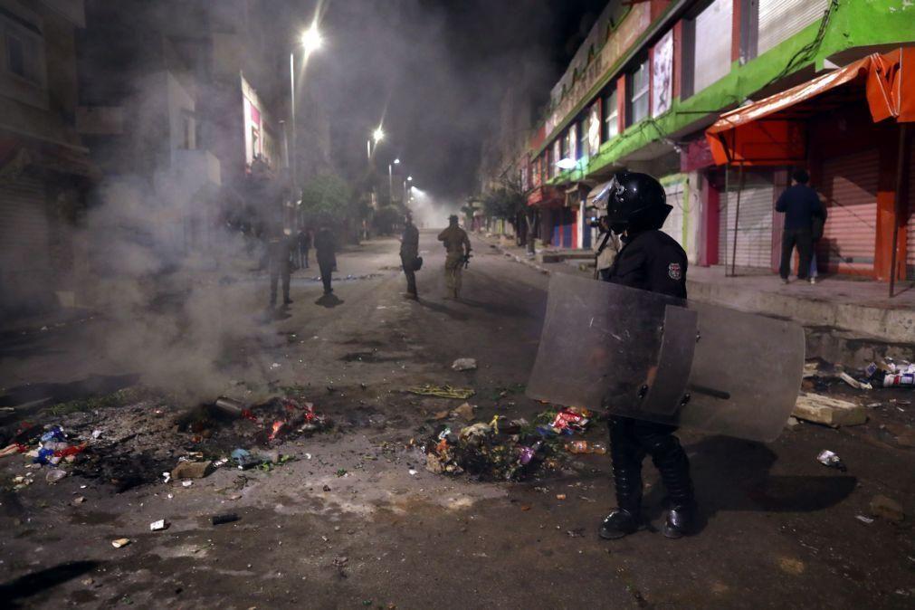 Força de segurança da Tunísia detêm 432 pessoas na quinta noite de protestos contra crise