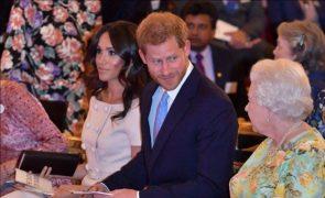 Príncipe Harry Longe da Casa Real, continua a receber conselhos e apoio da avó, Isabel II