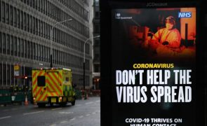 Covid-19: Reino Unido registou segundo recorde consecutivo de 1.820 mortes