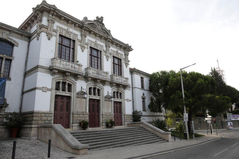 Covid-19: Presidente da Câmara de Leiria quer escolas fechadas