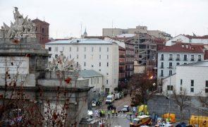 Forte explosão de gás causa quatro mortos num edifício em Madrid [vídeo]