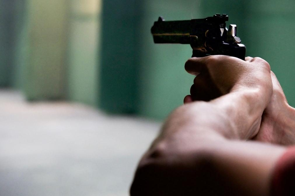 Desentendimento familiar resulta em três disparos