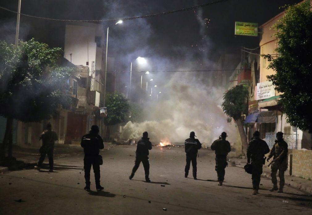 Mil detidos em seis noites de distúrbios na Tunísia