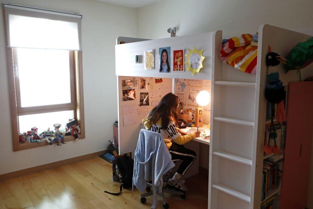 Covid-19: Porto Editora abre à comunidade escolar manuais em formato digital