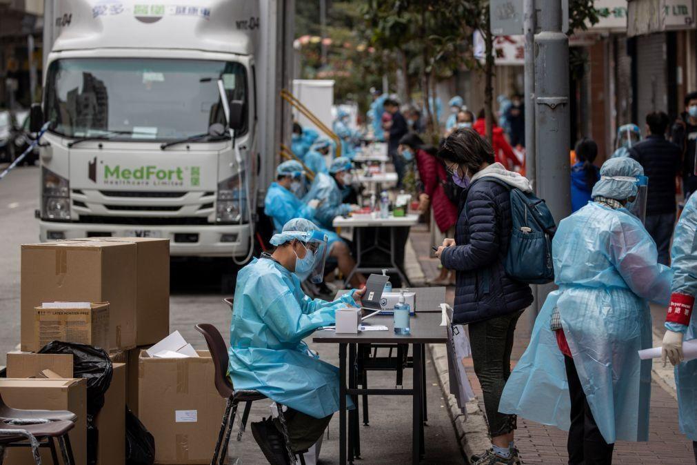 Autoridades de Hong Kong vão confinar bairro com nove mil pessoas