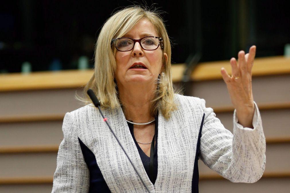 Covid-19: Provedora de Justiça Europeia investiga contratos de compra de vacinas