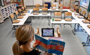 Comissão Europeia pede resposta conjunta para mitigar desigualdades no ensino à distância
