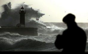 Sete barras fechadas à navegação devido à forte agitação marítima