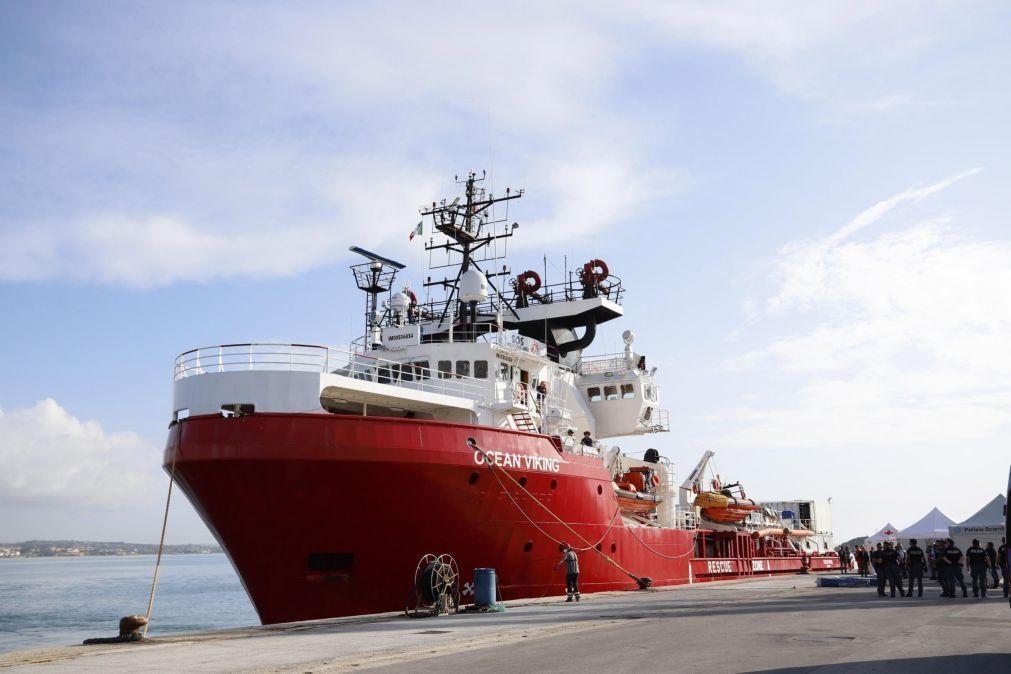 Navio Ocean Viking salva 374 migrantes em três dias no Mediterrâneo