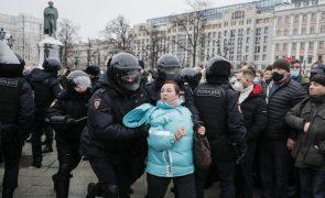 Navalny: Forças de segurança detêm mais de 200 pessoas em manifestações na Rússia