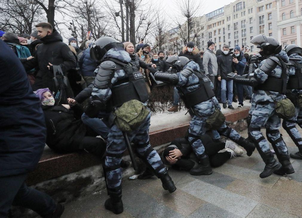 Número de detidos em manifestações na Rússia sobe para 863