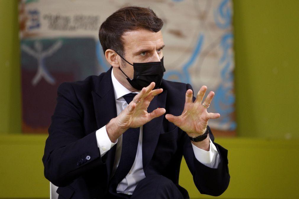 Macron quer adaptar a lei para proteger melhor crianças contra abusos sexuais