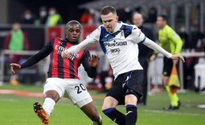 Atalanta dá 'lição' de futebol e vence fora o líder AC Milan