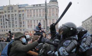 Rússia detém mais de 3.400 manifestantes que exigem libertação de Navalny - ONG