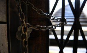 Presidenciais: Mesa de Morgade bloqueada com cadeados e contentores