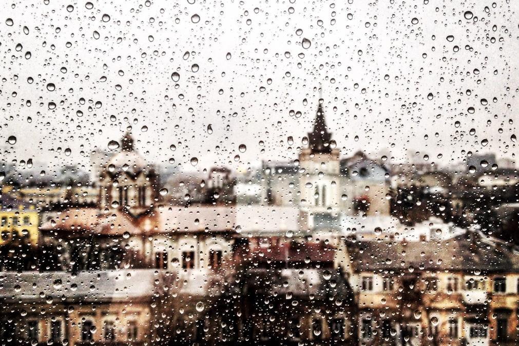 Chuva e pequena subida de temperatura para amanhã