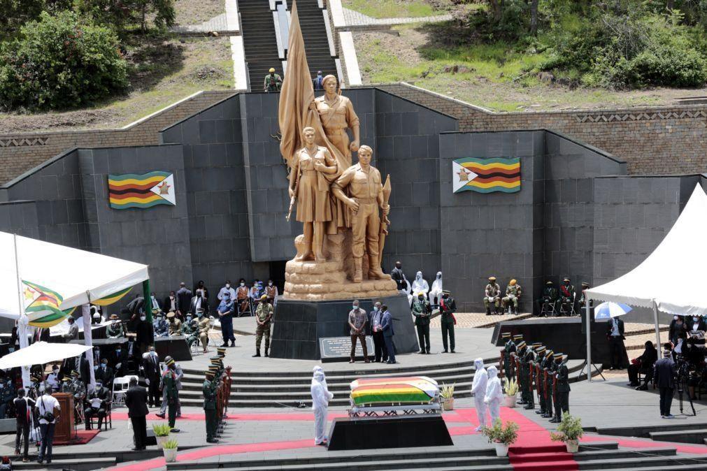Covid-19: Pandemia já matou quatro ministros no Zimbabué