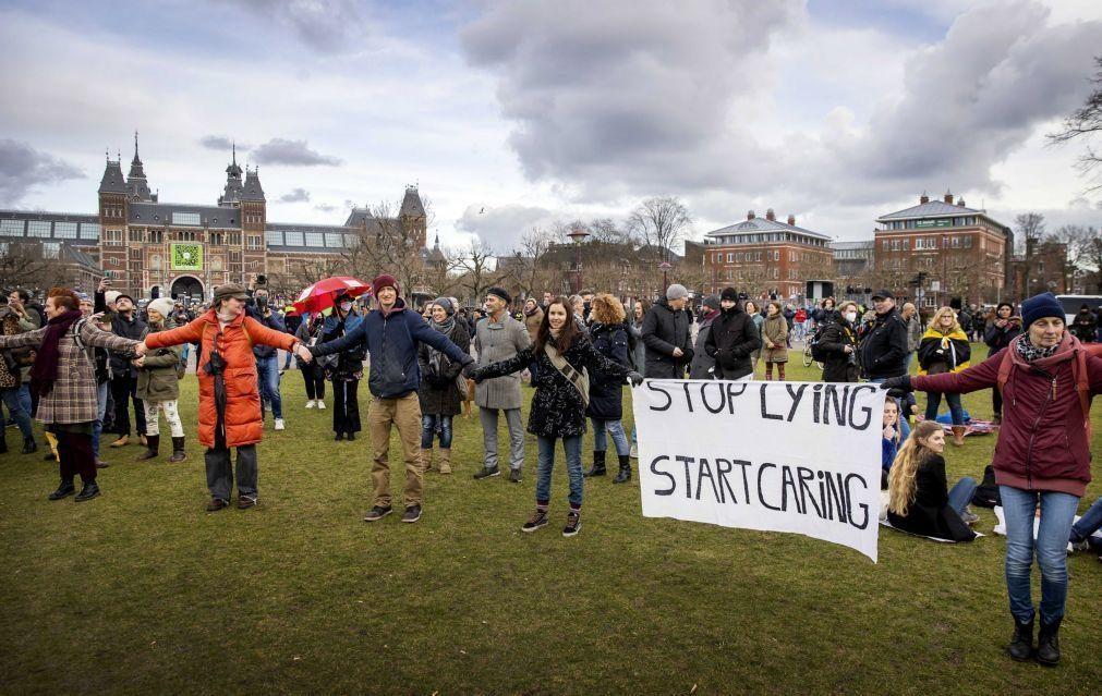 Covid-19: Polícia e manifestantes em confronto na Holanda devido ao confinamento