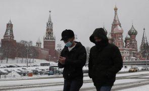 Covid-19: Infeções na Rússia abaixo de 20 mil pela primeira vez desde novembro